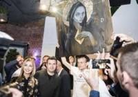"Vitalik Buterin 亲笔签名的传奇作品  ""CryptoMother "" 将于以太坊硬分叉前在 NFT STARS上进行拍卖"